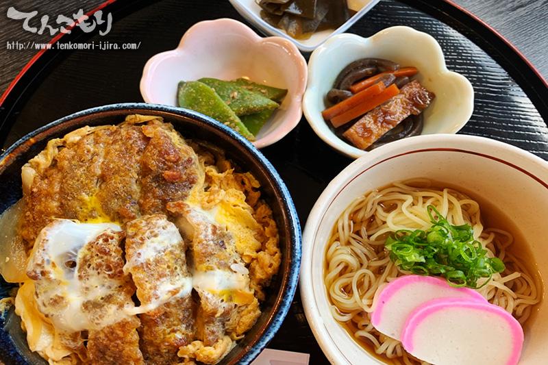写真_にこっとにこ丼セット(ミニしいたけカツ丼とミニ冷やし麺のセット)