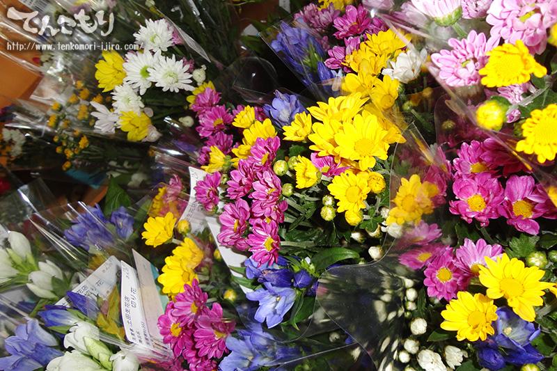 写真_お墓参り用の小菊など